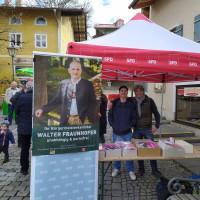 Leon Walther und Tom Schneider beim Wahlkampf in Miesbach